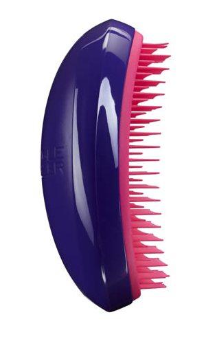 TANGLE TEEZER Расческа фиолетовая / Tangle Teezer Salon Elite Purple CrushРасчески<br>Профессиональная распутывающая расческа Tangle Teezer идеально подходит для всех типов волос. Оригинальная форма зубчиков обеспечивает двойное действие и позволяет быстро, бережно и безболезненно расчесать влажные и сухие волосы. Благодаря эргономичному дизайну, расчёску удобно держать в руках, не опасаясь выскальзывания. Активные ингредиенты. Состав: гипоаллергенный пластик. Разработана для профессионального ухода за волосами. Полноразмерный вариант расчески Tangle Teezer. Максимальный эффект от массажа достигается благодаря эргономичной форме расчески и зубчиков. Размер: 12 7 4,5см<br>