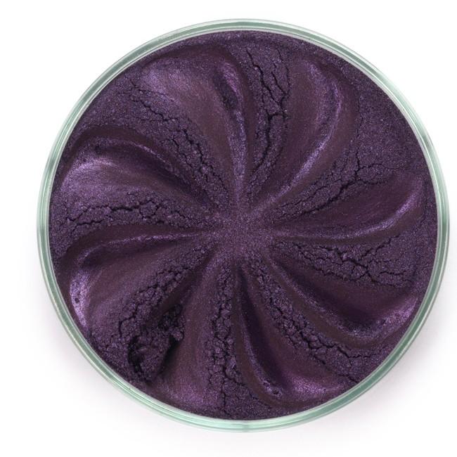 ERA MINERALS Тени минеральные J64 / Mineral Eyeshadow, Jewel 1 грТени<br>Тени для век Jewel обеспечивают комплексное покрытие, своим сиянием напоминающее как глубину, так и лучезарный блеск драгоценного камня. Текстура теней содержит в себе цвет-основу с содержанием крошечных мерцающих частиц, превосходно сочетающихся с основным цветом. Сильные и яркие минеральные пигменты&amp;nbsp; Можно наносить как влажным, так и сухим способом&amp;nbsp; Без отдушек и содержания масел, для всех типов кожи&amp;nbsp; Дерматологически протестировано, не аллергенно&amp;nbsp; Не тестировано на животных&amp;nbsp; Активные ингредиенты: слюда, нитрид бора, миристат магния, диоксид кремния, алюмоборосиликат. Может содержать: стеарат магния, кармин, каолин, ультрамарин, зеленый оксид хрома, берлинская лазурь, оксиды железа, фиолетовый марганец, оксид титана, диоксид титана. Способ применения: Поместите небольшое количество минеральных теней в крышку от контейнера или на палитру для косметики.&amp;nbsp; Наберите средство, используя одну из наших кистей для бровей и ресниц.&amp;nbsp; Чтобы избежать осыпания, не набирайте на кисть слишком большое количество теней.&amp;nbsp; Нанесите тени четкими короткими штрихами, заполняя редкие зоны линии бровей.&amp;nbsp; Наносите тени в обратную от роста волос сторону, затем пригладьте по направлению роста волос.&amp;nbsp; Для получения четкой тонкой линии наносите влажной кистью, а для мягкого эффекта - сухой.&amp;nbsp; Если вы используете пробные образцы, будет удобный, если насыпать небольшое количество минеральных теней на палитру для косметики или небольшую тарелочку, чтобы было проще заполнить ворсинки кисти.<br><br>Объем: 1 гр