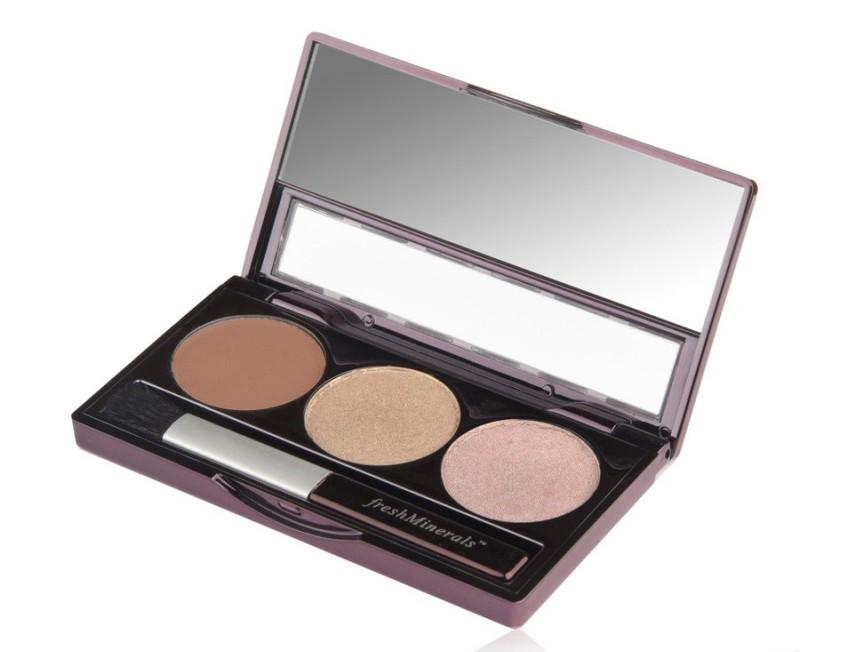 FRESH MINERALS Тени трехцветные для век Country Girl / Mineral Triple Eyeshadow 4,25грТени<br>Сочетают в себе три отлично сочетающихся между собой оттенка, позволяющих создать идеальный макияж глаз. Мягкая текстура теней обеспечивает легкое нанесение и стойкий эффект. Трехцветные тени для век можно наносить на все веко или как контур. Каждый из трех оттенков теней отлично смотрится как отдельно, так и в сочетании. Тени от freshMinerals подходят для чувствительных глаз, в их состав не входят масла, ароматизаторы и тальк.<br>