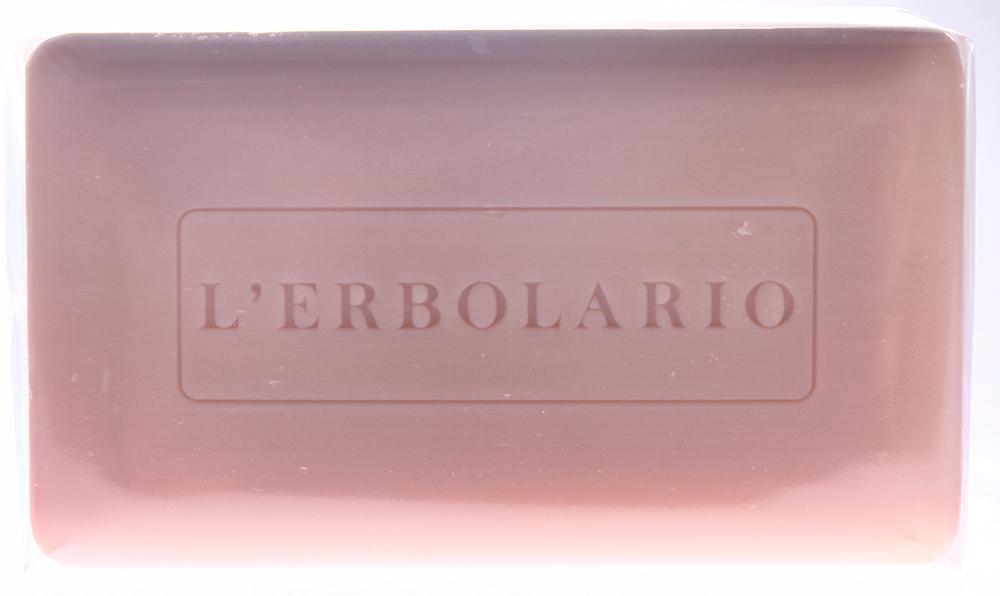 LERBOLARIO Мыло душистое Нежный мак 200 грМыла<br>Нежная и легкая, как лепестки мака, пена этого мыла мягко очистит вашу кожу и сделает ее мягкой, свежей и шелковистой, подарив ей едва уловимый тонкий аромат. Свойства мыла полностью определяются действующими веществами, полученными из мака: жидкими экстрактами из семян и лепестков мака, которые высоко ценятся за способность тонизировать и защищать кожу, и маслом из семян мака, нового действующего вещества, обладающего выраженной способностью смягчать кожу и придавать ей упругость. Способ применения: Используйте мыло для мытья лица, рук и кожи всего тела.<br><br>Вид средства для тела: Душистый