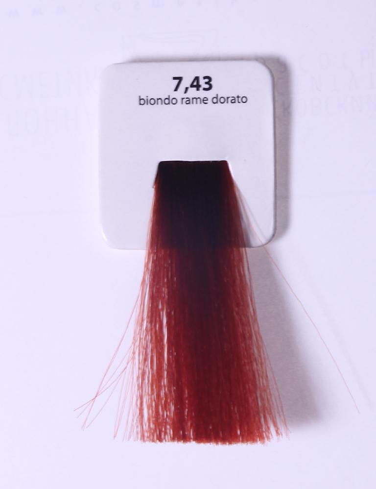 KAARAL 7.43 краска для волос / Sense COLOURS 60млКраски<br>7.43 медно-золотистый блондин Перманентные красители. Классический перманентный краситель бизнес класса. Обладает высокой покрывающей способностью. Содержит алоэ вера, оказывающее мощное увлажняющее действие, кокосовое масло для дополнительной защиты волос и кожи головы от агрессивного воздействия химических агентов красителя и провитамин В5 для поддержания внутренней структуры волоса. При соблюдении правильной технологии окрашивания гарантировано 100% окрашивание седых волос. Палитра включает 93 классических оттенка. Способ применения: Приготовление: смешивается с окислителем OXI Plus 6, 10, 20, 30 или 40 Vol в пропорции 1:1 (60 г красителя + 60 г окислителя). Суперосветляющие оттенки смешиваются с окислителями OXI Plus 40 Vol в пропорции 1:2. Для тонирования волос краситель используется с окислителем OXI Plus 6Vol в различных пропорциях в зависимости от желаемого результата. Нанесение: провести тест на чувствительность. Для предотвращения окрашивания кожи при работе с темными оттенками перед нанесением красителя обработать краевую линию роста волос защитным кремом Вaco. ПЕРВИЧНОЕ ОКРАШИВАНИЕ Нанести краситель сначала по длине волос и на кончики, отступив 1-2 см от прикорневой части волос, затем нанести состав на прикорневую часть. ВТОРИЧНОЕ ОКРАШИВАНИЕ Нанести состав сначала на прикорневую часть волос. Затем для обновления цвета ранее окрашенных волос нанести безаммиачный краситель Easy Soft. Время выдержки: 35 минут. Корректоры Sense. Используются для коррекции цвета, усиления яркости оттенков, создания новых цветовых нюансов, а также для нейтрализации нежелательных оттенков по законам хроматического круга. Содержат аммиак и могут использоваться самостоятельно. Оттенки: T-AG - серебристо-серый, T-M - фиолетовый, T-B - синий, T-RO - красный, T-D - золотистый, 0.00 - нейтральный. Способ применения: для усиления или коррекции цвета волос от 2 до 6 уровней цвета корректоры добавляются в краситель по Правилу п