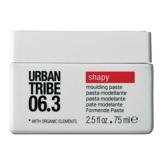 URBAN TRIBE Паста моделирующая 06.3 / Shapy 75млПасты<br>Моделирующая паста Urban Tribe Shapy для волос придает форму и рельеф укладке. Подходит для всех типов волос. Высокотехнологичный покрывающий ингредиент придает волосам эластичность и создает эффект памяти. Фиксирующий полимер создает эффект покрытия волос для более длительного сохранения укладки. Органические эко-сертифицированные элементы оказывают увлажняющее, ухаживающее и антиоксидантное действие.<br>