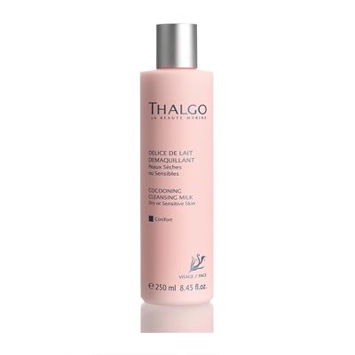 THALGO Молочко очищающее Комфорт для сухой и чувствительной кожи 250млМолочко<br>Очищающее молочко обладает успокаивающим и восстанавливающим действием. Оно бережно и мягко удаляет загрязнения и макияж с лица и шеи. Кожа становится чистой, увлажненной и бархатной.&amp;nbsp; Активные ингредиенты:&amp;nbsp;Экстракт водоросли Gelidium Sesquipedale (красная водоросль), масло дерева ШИ, Экстракт Финика. Не содержит парабенов, минеральных масел, пропиленгликоля, ГМО и побочных продуктов животного происхождения.&amp;nbsp; Способ применения:&amp;nbsp;Для ежедневного использования. Нанести молочко на лицо массажными движениями, остаток молочка удалить с помощью ватных дисков или бумажной салфетки.<br><br>Вид средства для лица: Успокаивающий