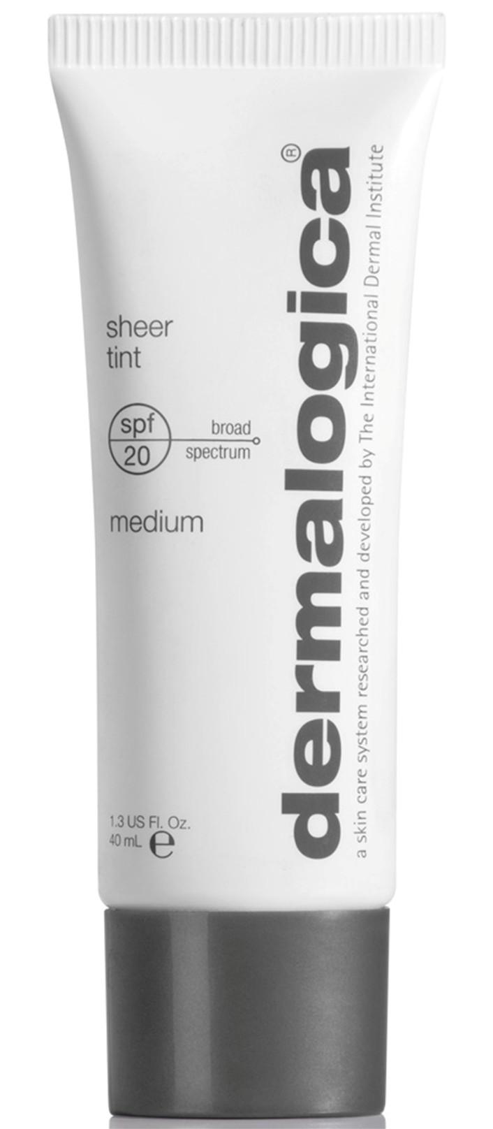 DERMALOGICA Крем тонирующий увлажняющий Средний тон SPF20 / Sheer Tint Medium 40млКремы<br>Увлажняющий тонирующий крем SPF20 Средний тон Sheer Tint Medium - новое средство от американского бренда по уходу за кожей Dermalogica. Тонирующий увлажняющий крем Sheer Tint универсален, так как сочетает в себе функции тонального и увлажняющего крема. Обеспечивает лёгкий тонирующий эффект, равномерный тон лица, защиту от ультрафиолетовых лучей и свободных радикалов, которые провоцируют преждевременное старение. Наряду с этими достоинствами крем обладает увлажняющим действием, способствуя производству коллагена для повышения упругости кожи.&amp;nbsp; Активные ингредиенты:&amp;nbsp;гиалуроновая кислота с поперечными сшивками.&amp;nbsp; Способ применения:&amp;nbsp;тональный крем наносится на подготовленную кожу: очищенную, тонированную, увлажненную.<br><br>Объем: 40 мл<br>Вид средства для лица: Увлажняющий