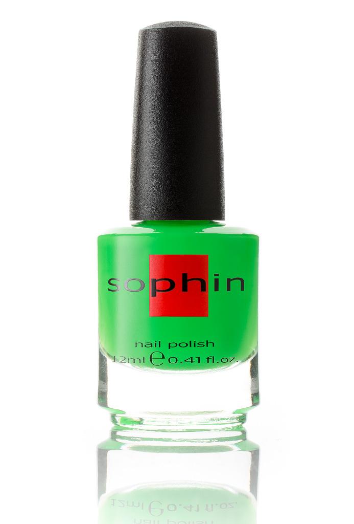 SOPHIN Лак для ногтей, яркий неоновый зеленый 12млЛаки<br>Коллекция лаков SOPHIN очень разнообразна и соответствует современным веяньям моды. Огромное количество цветов и оттенков дает возможность создать законченный образ на любой вкус. Удобный колпачок не скользит в руках, что облегчает и позволяет контролировать процесс нанесения лака. Флакон очень эргономичен, лак легко стекает по стенкам сосуда во внутреннюю чашу, что позволяет расходовать его полностью. И что самое главное - форма флакона позволяет сохранять однородность лаков с блестками, глиттером, перламутром. Кисть средней жесткости из натурального волоса обеспечивает легкое, ровное и гладкое нанесение. Big5free! Активные ингредиенты. Состав: ethyl acetate, butyl acetate, nitrocellulose, acetyl tributyl citrate, isopropyl alcohol, adipic acid/neopentyl glycol/trimellitic anhydride copolymer, stearalkonium bentonite, n-butyl alcohol, styrene/acrylates copolymer, silica, benzophenone-1, trimethylpentanedyl dibenzoate, polyvinyl butyral.<br><br>Цвет: Зеленые