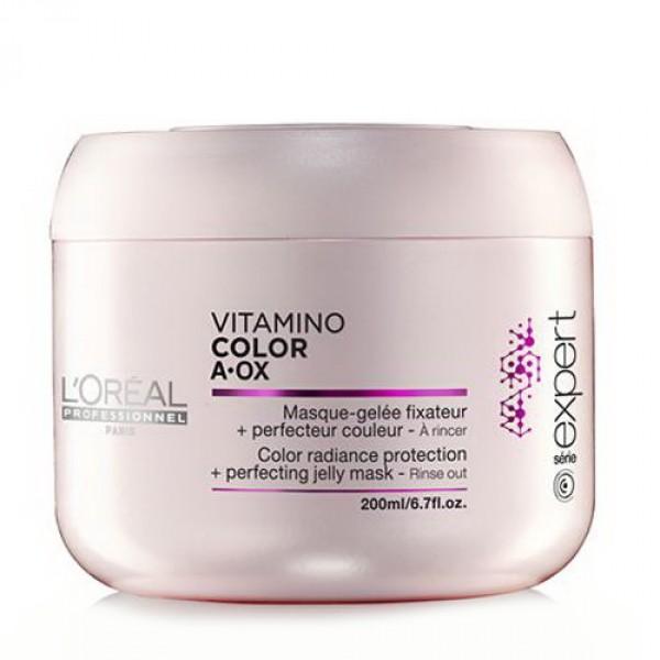 LOREAL PROFESSIONNEL Маска для окрашенных волос / Vitamino Color AOX 200млМаски<br>Идеально подходит для волос, окрашенных INOA. В сочетании с мягким шампунем без сульфатов Vitamino Color AOX Soft Cleanser освежающая маска защищает материю окрашенных волос. Профессиональные стилисты знают, что женщины мечтают о сохранении текстуры и блеска только что окрашенных волос как можно дольше. Нежная тающая текстура с освежающим эффектом разглаживает чешуйки волоса и мягко освежает кожу головы. Окрашенные волосы выглядят вновь как в первый день после окрашивания, становятся гладкими, послушными и сияющими. сохраняя насыщенность оттенка. Способ применения: мягкими массажными движениями нанести маску на кожу головы и распределить по вымытым и подсушенным полотенцем волосам. Оставит на 1-2 минуты. Тщательно смыть. В случае попадания в глаза немедленно промыть водой. Не содержит поверхностно активных сульфатов.<br><br>Объем: 200 мл<br>Пол: Женский<br>Типы волос: Окрашенные