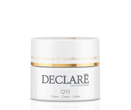DECLARE Крем омолаживиющий с коэнзимом Q10 / Q10 Age Control Cream 50млКремы<br>Омолаживающий крем с коэнзимом Q10 Age Control Cream Declare нейтрализует свободные радикалы, предотвращает преждевременное старение. Омолаживающий комплекс Pentacare HP, керамиды и пантенол (витамин В5) в составе крема Декларе разглаживают и подтягивают кожу, регулируют состояние липидного барьера, увеличивают содержание влаги. Специальный расслабляющий комплекс Declare Q10 Age Control Cream обеспечивает смягчающий и успокаивающий эффект.&amp;nbsp; Активные ингредиенты: коэнзим Q10, керамиды, витамин B5, витамин Е, аллантоин, экстракт рожкового дерева, масло косточек сливы, бисаболол, вспомогательные компоненты.&amp;nbsp; Способ применения: наносить омолаживающий крем утром и вечером на лицо и шею после процедуры очищения.<br><br>Вид средства для лица: Омолаживающий<br>Возраст применения: После 35