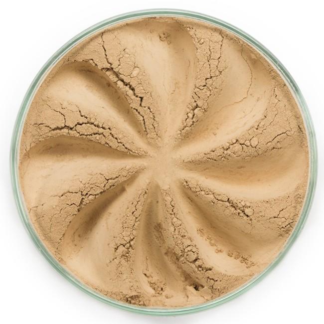 ERA MINERALS Основа тональная минеральная 125 / Mineral Foundation, Surreal 7 грТональные основы<br>Основа Surreal подходит для всех типов кожи. Обеспечивает плотное или умеренное покрытие с легким матовым эффектом. Без отдушек и масел, для всех типов кожи&amp;nbsp; Водостойкое, долгосрочное покрытие&amp;nbsp; Широкий спектр фильтров UVB/UVA, протестированных при SPF 30+&amp;nbsp; Некомедогенно, не блокирует поры&amp;nbsp; Дерматологически протестировано, не аллергенно Антибактериальные ингредиенты, помогает успокоить раздраженную кожу&amp;nbsp; Состоит из неактивных минералов, не способствует развитию бактерий&amp;nbsp; Не тестировано на животных&amp;nbsp; Минеральная тональная основа Era Minerals заменит любой тональный крем, поскольку создает безупречное покрытие, обеспечивая естественный вид; разглаживает и выравнивает тон кожи, аккуратно скрывая ее недостатки, а при нанесении в несколько слоев остается невесомой и стойкой. Она состоит из природных минеральных пигментов, обеспечивая поддержание здоровья кожи, защищает от солнечного воздействия, предотвращая появление солнечных ожогов и раннее старение кожи. Выберите подходящую для вас формулу минеральной основы   разработанную индивидуально для каждого типа кожи. Эти формулы различаются по интенсивности покрытия и завершению макияжа. Активные ингредиенты: слюда (CI 77019), оксид цинка (CI 77947), диоксид титана (CI 77891), лаурил лизин. Может содержать (+/-): оксиды железа (CI 77489, CI 77491, CI 77492, CI 77499). При производстве этого отттенка не использовались продукты животного происхождения.&amp;nbsp; В состав нашей минеральной косметики НЕ ВХОДЯТ: хлорокись висмута, тальк, силиконы, парабены, ГМО, нефтехимические вещества, фталаты, сульфаты, ароматизаторы, синтетические красители или наночастицы. Способ применения: Перед нанесением минеральной косметики кожа должна быть чистой и хорошо увлажненной, но сухой на ощупь.&amp;nbsp; Опционально можно использовать&amp;nbsp;Базу под макияж, чтобы подготовить кожу 