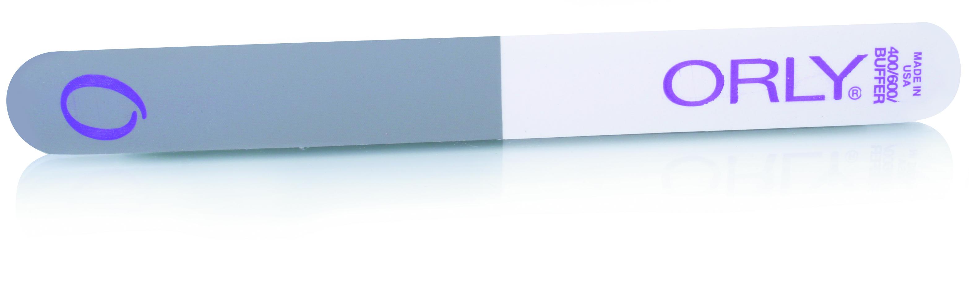 ORLY Трёхфункциональная пилка с абразивом 240/400/600 ед. / 3-Way BufferПилки для ногтей<br>Трехсторонняя пилка 3 Way Buffer используется для придания ногтям формы и глянцевого блеска. Пилка не зря имеет такое название, так как состоит из трех частей различного абразива. Черная поверхность придает ногтям идеальную форму (абразив 240 ед.) Белая сторона выравнивает поверхность ногтя (абразив 400 ед.), а серая сторона пилки придает блеск (абразив 600 ед.). Способ применения: 1. Подбирайте пилку по типу ногтей: чем абразивность выше, тем пилка мягче, а значит меньше вероятность повредить ногти. 2. Для натуральных ногтей выбирайте пилку абразивом выше 180ед. 3. Старайтесь, чтобы движения пилки были в одном направлении от края к центру ногтя.<br>