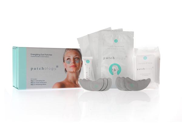 PATCHOLOGY Патчи для усталых глаз (3 комплекта) / Patchology Energizing Eye KitПатчи<br>Разглаживают морщины вокруг глаз, уменьшают отечность, освежают и успокаивают усталые глаза. За 20 минут позволяют придать коже глаз более здоровый, отдохнувший вид. При регулярном применении помогают уменьшить проявление морщин вокруг глаз. Запатентованная технология Энергии Микротоков (Micro-Current Delivery) мягко проталкивает космецевтические ингредиенты в те участки кожи, которые больше всего нуждаются в поддержке и обновлении. Они безопасны и безболезненны в использовании. Вы будете ощущать лишь небольшое охлаждение и легкое стягивание кожи во время процедуры. Результат от применения будет заметен после первой процедуры и равноценен профессиональной косметологической SPA-процедуре с использованием микротоков. Гиалуроновая кислота - увлажняет и смягчает кожу, помогает ей становиться эластичной, улучшает тургор. Экстракт бамии - успокаивает кожу, делая ее более плотной и гладко выглядящей. Экстракт огурца и мяты - разглаживает кожу под глазами, уменьшает отечность. Витамин С   придает сияние, уменьшает проявление синяков под глазами. Витамины B3 и B5 - защищают кожу от свободных радикалов, которые приводят к преждевременному старению кожи. Не содержат парабены, сульфаты, синтетические ароматы, красители фталаты, ГМО и триклозан. Гипоаллергенны. Еженедельное применение поможет постепенно справиться со многими проблемами кожи вокруг глаз, но наступление долгосрочного эффекта зависит от возраста и состояния кожи. Используйте Патчи 1 раз в неделю или в том случае, когда Вам нужно прекрасно выглядеть (например, перед важным мероприятием). Активные ингредиенты: гиалуроновая кислота, экстракт бамии, экстракт огурца и мяты, витамин С, витамины B3 и B5. Способ применения: равномерно нанесите Активирующий гель на каждый патч. Приложите к сухой, чистой коже и плотно прижмите. Оставить не менее, чем на 20 минут, можно продлить время до 60 минут (увеличение времени воздействия сверх этого