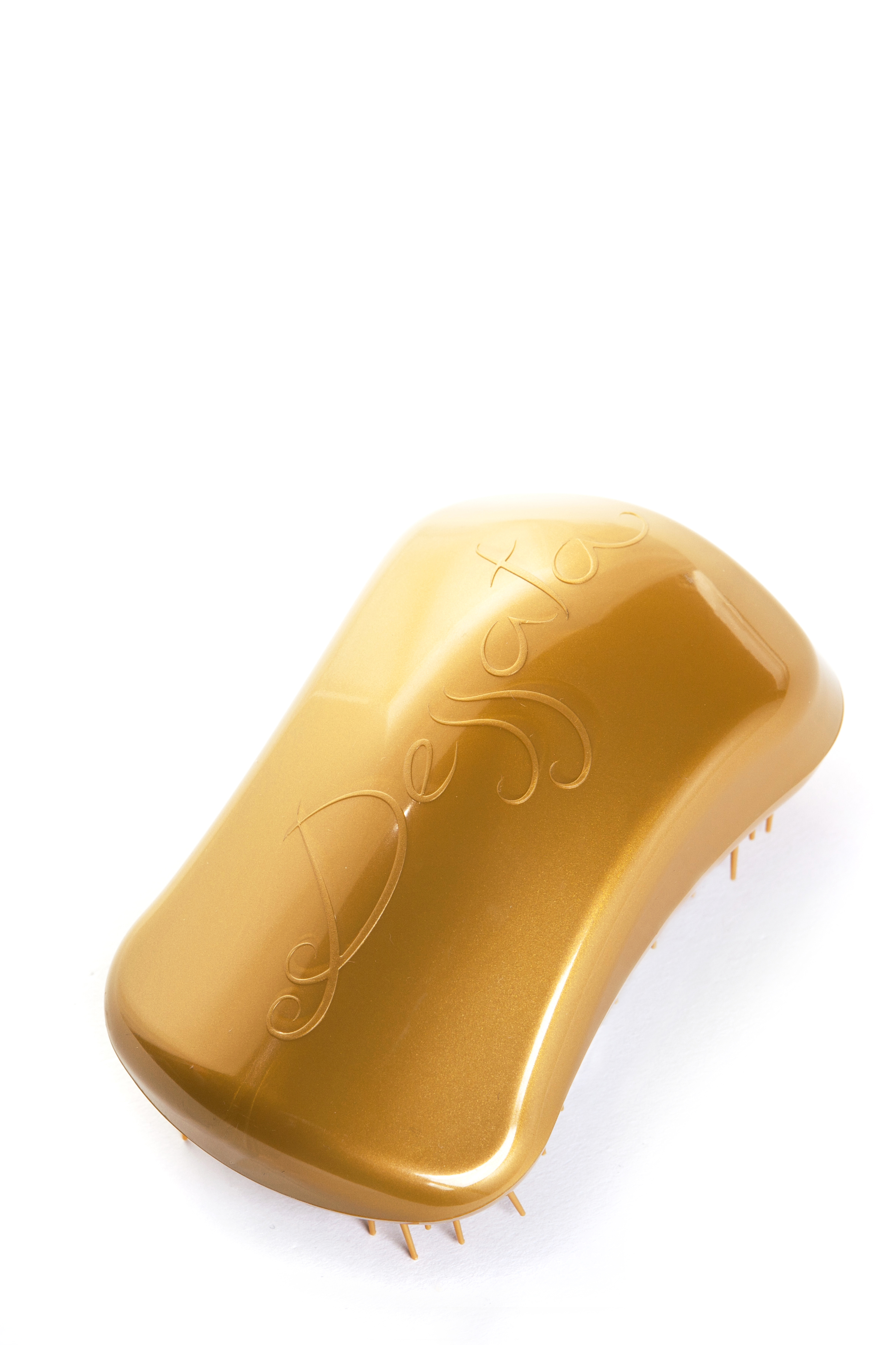 DESSATA Расческа для волос Dessata Hair Brush Original Gold-Gold; Золото-ЗолотоРасчески<br>Расческа Dessata Original быстро и легко расчесывает волосы, не требует использования дополнительных средств. Специальная конструкция расчески исключает спутывание и повреждение волос. Dessata подходит для всех типов волос. 440 зубчиков разной длины бережно расчесывают даже самые спутанные волосы не травимруя их. Благодаря эргономичному дизайну расческа удобно лежит в руке, повторяя форму голов Материал: гипоаллергенный пластик.<br><br>Типы волос: Для всех типов