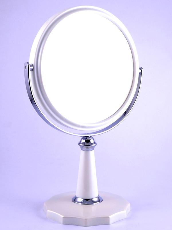 WEISEN Зеркало настольное круглое 2х стороннее 3-кр. ув. 15 см / B6806 PER/C WPearlЗеркала<br>Зеркало косметическое, настольное, двустороннее. Изготовлено из хромированного металла и пластмассы покрытой цветным лаком. Тончайшее высококачественное стекло, используемое при изготовлении (1,5 мм), не даёт искривлений зеркальной поверхности. Увеличение в 3 раза. Приятный, красивый подарок для любой женщины. Высота: 26,3 см. Диаметр: 15 см. Увеличение: 3-х кратное Материал (состав): пластик с лаковым покрытием, металл, стекло Цвет: Белый Особенности: Двухстороннее<br>