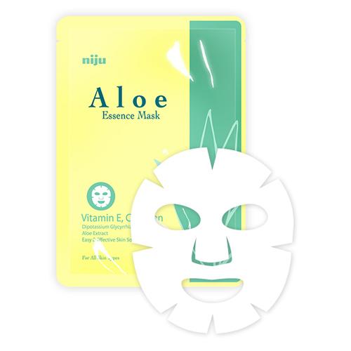 KONAD Маска Алоэ / niju Aloe Essence Mask 17млМаски<br>Востанавливающия маска для лица Алоэ содержит экстракт листьев алоэ состоящих из минералов и витаминов помогающих отделению мертвых клеток, а также увлажняет и успокаивает кожу лица. Предотвращает ее шероховатость, восстанавливает эпидермальный слой кожи. Способ применения: щательно очистить и высушить лицо. Достаньте, разверните маску и нанесите ее на ваше лицо. Носить маску 15-20 минут и снимите медленно за край.<br><br>Объем: 17 мл