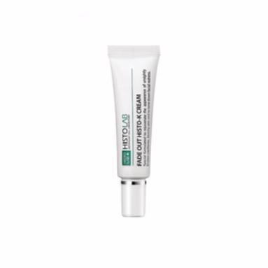 HISTOLAB Крем регенерирующий с витамином К / Fade Out HISTO K Cream 12млКремы<br>Заживляет, увлажняет, препятствует обезвоживанию, стимулирует кровообращение и выравнивает тон кожи, обладает противовоспалительным и антиоксидантным эффектом. Используется для профилактики розацеа и купероза. Подходит для всех типов кожи после лазерных процедур, мезотерапии и плазмолифтинга (PRP). Активные ингредиенты: культуры каллусных клеток (томат, рис), экстракты портулака огородного, прострела корейского, уснеи, плодов японского перца, центеллы азиатской, корня астрагала перепончатого, сок листа алое вера, масла лаванды, ши, аллантоин, лецитин, диоксид титана, витамины А, К3, В5. Способ применения: нанести небольшое количество крема и распределите по коже. Домашний уход для утреннего и вечернего применения течение недели после лазерных процедур.<br><br>Объем: 12 мл<br>Класс косметики: Домашняя