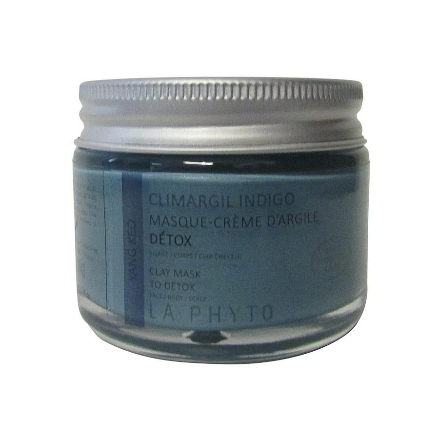 LA PHYTO Глина для лица, тела и волос Индиго / Yang Keo Indigo CLIMARGIL 50 грГлины<br>Глина для лица и тела Индиго - замедляет дыхательную систему, освежающая, вяжущая. Способствует циркуляции крови и лимфатической циркуляции. Успокаивает нервную реакцию (пищеварение, кожа, и т.д.). Активные ингредиенты: глина и эфирные масла можжевельника, лимона, кипариса, вербены, эвкалипта, каепута (melaleuca quinquenervia или niaouli), тимьяна, иланг-иланга и экстракты кукурузы и арники. Способ применения: нанести глину на все тело и/или лицо, рефлекторные зоны, энергетические меридианы согласно протокола процедуры. Время воздействия   около 15 минут. Смыть. В домашних условиях можно использовать в качестве масок и обертываний, а также для умывания (нанести на лицо и шею мягкими круговыми движениями, смыть теплой водой).<br><br>Типы кожи: Для всех типов<br>Типы волос: Для всех типов