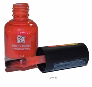 BRIGITTE BOTTIER Лак для ногтей тон SPY 133 ярко-красный/желтый / Color Spy 12млЛаки<br>Лаки Сolor Spy являются термолаками, то есть изменяют интенсивность цвета в зависимости от температуры. На рисунке палитры тона вверху отражают цвета при комнатной температуре, а внизу изменение цвета при варьировании температуры от низкой к высокой. Лак удивит Вас своими волшебными изменениями, благодаря которым Ваш маникюр будет интересным и неповторимым. Способ применения: 1.Нанесите 2 слоя лака Color Spy, дождитесь полного высыхания каждого слоя. 2. Не наносите Top Coat, это изменит фактуру и свойства лака Color Spy.<br><br>Цвет: Красные