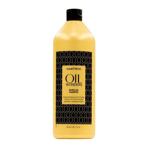 MATRIX Шампунь с микро-каплями марокканского арганового масла/ОИЛ ВАНДЕРС 1000млШампуни<br>Легкий шампунь с микро-каплями Марокканского арганового масла. Нежно очищает и питает волосы, одновременно делая их мягкими и блестящими. Благодаря уникальной технологии шампуня молекула масла представлена в мелкодисперсной форме и равно распределена в составе формулы шампуня. Преимущества: - формула Марокканского арганового масла представлена в мелкодисперсной форме. - невесомая текстура шампуня позволяет питает волосы совершенно без утяжеления. - подходит для всех типов волос. Способ применения: массирующими движениями нанести на влажные волосы. Смыть. В случае поподания в глаза немедленно промыть их водой.<br><br>Объем: 1000 мл<br>Типы волос: Для всех типов