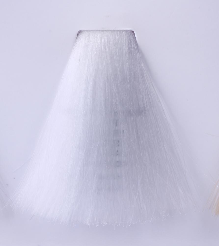 HAIR COMPANY Микстон нейтральный (бесцветный) / HAIR LIGHT CREMA COLORANTE 100млКраски<br>Hair Light Crema Colorante   профессиональный перманентный краситель для волос, содержащий в своем составе натуральные ингредиенты и в особенности эксклюзивный мультивитаминный восстанавливающий комплекс. Минимальное количество аммиака позволяет максимально бережно относится к структуре волоса во время окрашивания. Содержит в себе растительные экстракты вытяжку из арахиса, лецитин, витамин А и Е, а так же витамин С который является природным консервантом цвета. Применение исключительно активных ингредиентов и пигментов высокого качества гарантируют получение однородного, насыщенного, интенсивного и искрящегося оттенка. Великолепно дает возможность на 100% закрасить даже стекловидную седину. Наличие 6-ти микстонов, а так же нейтрального бесцветного микстона, позволяет достигать получения цветов и оттенков. Способ применения: смешать Hair Light Crema Colorante с Hair Light Emulsione Ossidante в пропорции 1:1,5. Время воздействия 30-45 мин.<br><br>Цвет: Корректоры и другие<br>Вид средства для волос: Восстанавливающий<br>Класс косметики: Профессиональная