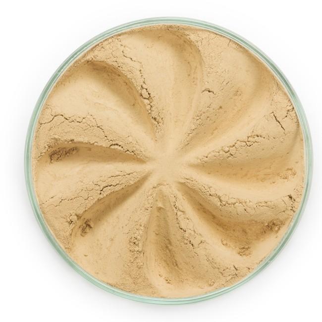 ERA MINERALS Основа тональная минеральная 145 / Mineral Foundation, Surreal 7 грТональные основы<br>Основа Surreal подходит для всех типов кожи. Обеспечивает плотное или умеренное покрытие с легким матовым эффектом. Без отдушек и масел, для всех типов кожи&amp;nbsp; Водостойкое, долгосрочное покрытие&amp;nbsp; Широкий спектр фильтров UVB/UVA, протестированных при SPF 30+&amp;nbsp; Некомедогенно, не блокирует поры&amp;nbsp; Дерматологически протестировано, не аллергенно Антибактериальные ингредиенты, помогает успокоить раздраженную кожу&amp;nbsp; Состоит из неактивных минералов, не способствует развитию бактерий&amp;nbsp; Не тестировано на животных&amp;nbsp; Минеральная тональная основа Era Minerals заменит любой тональный крем, поскольку создает безупречное покрытие, обеспечивая естественный вид; разглаживает и выравнивает тон кожи, аккуратно скрывая ее недостатки, а при нанесении в несколько слоев остается невесомой и стойкой. Она состоит из природных минеральных пигментов, обеспечивая поддержание здоровья кожи, защищает от солнечного воздействия, предотвращая появление солнечных ожогов и раннее старение кожи. Выберите подходящую для вас формулу минеральной основы   разработанную индивидуально для каждого типа кожи. Эти формулы различаются по интенсивности покрытия и завершению макияжа. Активные ингредиенты: слюда (CI 77019), оксид цинка (CI 77947), диоксид титана (CI 77891), лаурил лизин. Может содержать (+/-): оксиды железа (CI 77489, CI 77491, CI 77492, CI 77499). При производстве этого отттенка не использовались продукты животного происхождения.&amp;nbsp; В состав нашей минеральной косметики НЕ ВХОДЯТ: хлорокись висмута, тальк, силиконы, парабены, ГМО, нефтехимические вещества, фталаты, сульфаты, ароматизаторы, синтетические красители или наночастицы. Способ применения: Перед нанесением минеральной косметики кожа должна быть чистой и хорошо увлажненной, но сухой на ощупь.&amp;nbsp; Опционально можно использовать&amp;nbsp;Базу под макияж, чтобы подготовить кожу 
