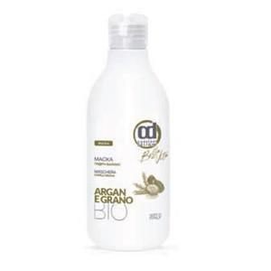 CONSTANT DELIGHT Маска гидро баланс / GRANO 250 млМаски<br>Специальная маска для сухих волос. Биологически активные компоненты: масло Арганы и пшеница, содержащие высокую концентрацию витамина Е (антиоксидант), смягчают сухую кожу головы и укрепляют волосы по всей длине. Маска оказывает на волосы омолаживающее действие. Маска делает волосы более мягкими и шелковистыми. Глубоко питает, увлажняет, делает их более послушными. Способ применения: нанесите необходимое кол-во маски на волосы и равномерно распределите по всей длине. Слегка помассируйте и оставьте на 3-5 минут, затем тщательно смойте теплой водой.<br><br>Объем: 250 мл<br>Тип кожи головы: Сухая<br>Типы волос: Сухие