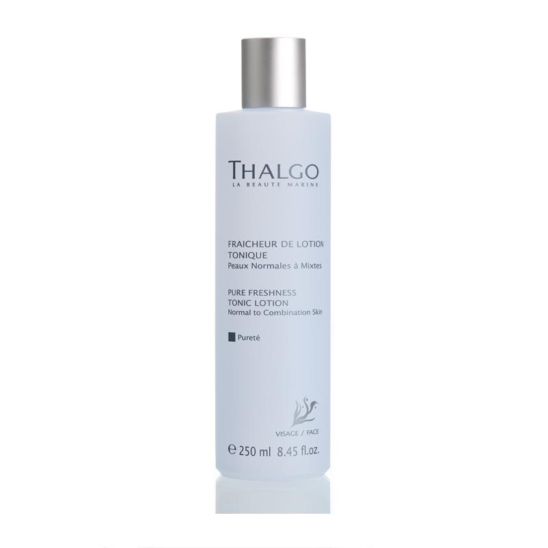 THALGO Лосьон тонизирующий Чистота для нормальной и комбинированной кожи 250млЛосьоны<br>Лосьон увлажняет, смягчает и освежает кожу. Обладает успокаивающим и восстанавливающим действием. Кожа приобретает здоровый сияющий вид.  Активные ингредиенты: Вода, глицерин, гидрогенизированное касторовое масло, экстракт водоросли Gelidium Sesquipedale, лимонная кислота, экстракт грейпфрута (Citrus Grandis). Не содержит парабенов, минеральных масел, пропиленгликоля, ГМО и побочных продуктов животного происхождения.  Способ применения: Для ежедневного использования. Утром и/или вечером после очищения кожи от макияжа протрите лосьоном лицо и шею.<br>