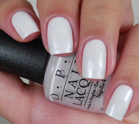 OPI Лак для ногтей Chiffon My Mind / SoftShades 15млЛаки<br>Лак для ногтей Мысли о шифоне - я не могу перестать думать об этом милом прозрачном белом (текстура полупрозрачный шиммер) Преимущества: - модные оттенки: самые горячие и желанные цвета сезона; - насыщенные цвета: высокопигментированные оттенки обеспечивают оптимальное покрытие;&amp;nbsp; - быстрое нанесение в два слоя: эксклюзивная кисть ProWide для гладкого ровного покрытия; -&amp;nbsp;долговечный цвет: устойчивое к сколам покрытие, стойкий блеск; - легендарные названия оттенков: скоро они будут у всех на устах. Активные ингредиенты: аминокислоты и протеины шелка. Способ применения: нанесите на ногти 1-2 слоя цветного лака после нанесения базового покрытия. Для придания прочности и создания блеска затем рекомендуется использовать верхнее покрытие. Если хотите оставить матовую текстуру лака, не покрывайте его глянцевым верхним покрытием!<br><br>Цвет: Белые<br>Объем: 15 мл