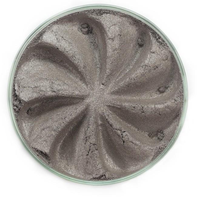 ERA MINERALS Тени минеральные J15 / Mineral Eyeshadow, Jewel 1 грТени<br>Тени для век Jewel обеспечивают комплексное покрытие, своим сиянием напоминающее как глубину, так и лучезарный блеск драгоценного камня. Текстура теней содержит в себе цвет-основу с содержанием крошечных мерцающих частиц, превосходно сочетающихся с основным цветом. Сильные и яркие минеральные пигменты&amp;nbsp; Можно наносить как влажным, так и сухим способом&amp;nbsp; Без отдушек и содержания масел, для всех типов кожи&amp;nbsp; Дерматологически протестировано, не аллергенно&amp;nbsp; Не тестировано на животных&amp;nbsp; Активные ингредиенты: слюда, нитрид бора, миристат магния, диоксид кремния, алюмоборосиликат. Может содержать: стеарат магния, кармин, каолин, ультрамарин, зеленый оксид хрома, берлинская лазурь, оксиды железа, фиолетовый марганец, оксид титана, диоксид титана. Способ применения: Поместите небольшое количество минеральных теней в крышку от контейнера или на палитру для косметики.&amp;nbsp; Наберите средство, используя одну из наших кистей для бровей и ресниц.&amp;nbsp; Чтобы избежать осыпания, не набирайте на кисть слишком большое количество теней.&amp;nbsp; Нанесите тени четкими короткими штрихами, заполняя редкие зоны линии бровей.&amp;nbsp; Наносите тени в обратную от роста волос сторону, затем пригладьте по направлению роста волос.&amp;nbsp; Для получения четкой тонкой линии наносите влажной кистью, а для мягкого эффекта - сухой.&amp;nbsp; Если вы используете пробные образцы, будет удобный, если насыпать небольшое количество минеральных теней на палитру для косметики или небольшую тарелочку, чтобы было проще заполнить ворсинки кисти.<br><br>Объем: 1 гр