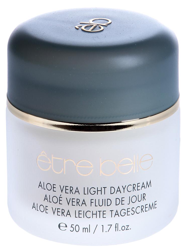 ETRE BELLE Дневной крем с Алоэ Вера / Aloe Vera Fluid de Jour 50млКремы<br>Крем легкой консистенции быстро впитывается и не оставляет жирного блеска. Прекрасно увлажняет кожу, так как Алоэ Вера защищает кожу от высыхания, делает ее мягкой и шелковистой. Токоферол стимулирует клеточное дыхание, укрепляет мембраны клеток. Защищает от действия свободных радикалов. Рекомендуется как основа под макияж Показания: для всех типов кожи, требующей дополнительного увлажнения Активные вещества: Алоэ Вера, токоферол Способ применения: Рекомендуется использовать крем в качестве основы под макияж. Наносить необходимо легкими массажными движениями тонким слоем.<br><br>Время применения: Дневной