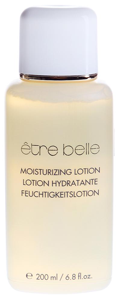 ETRE BELLE Лосьон для лица Увлажняющий / Lotion Hydratante Tonic 200млЛосьоны<br>Мягкий лосьон прекрасно устраняет остатки косметического молочка. Интенсивно увлажняет, тонизирует и освежает кожу. Обладает успокаивающим, интенсивным увлажняющим действием. Усиливает микроциркуляцию кожи. Регулирует уровень гидратации. Восстанавливает ph кожи Активные ингредиенты: Экстракты гамамелиса, ромашки, Алоэ Вера, ментол, экстракт игл Средиземноморской пинии, лимонная кислота. Способ применения: Лосьон наносится на кожу лица и шеи, предварительно очищенную косметическим молочком. Наносить следует ватным тампоном при этом следует слегка надавливать на кожу. Этот лосьон можно использовать в качестве компрессов для глаз<br><br>Возраст применения: После 25<br>Типы кожи: Сухая и обезвоженная<br>Консистенция: Мягкая