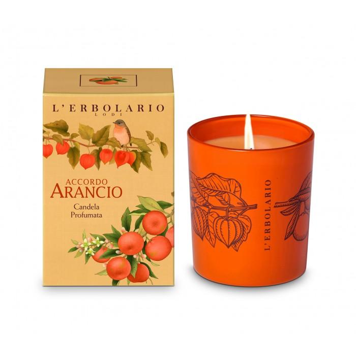 LERBOLARIO Свеча ароматизированная АпельсинАроматы для интерьера<br>Зажгите ее! Эта благоухающая свеча не только мягко наполняет ваш дом светом, важней всего то , что ее живой аромат дарит вашему дому : Он наполняет вечера своей бодрящей энергией и придает особый уют и шарм вашей домашней обстановке Активные ингредиенты: рафинированный парафин пищевой, нетоксичные красители совместимые с парафином и ароматом, фитиль в чистого хлопка, покрытой воском для легкого розжига. Содержит гераниол: может вызвать аллергическую реакцию при попадании на кожу Способ применения: 1. держите подальше от легко возгораемых предметов (бумаги, сухих цветов, ткани и т.д.) и установите на термоустойчивую поверхность, избегайте лакированные , вощеные или поверхности покрытые пластиком. 2. Пожалуйста снимите защитный пластиковый диск до начала использования 3. Подрезайте фитиль до 1 см каждый раз. Это позволит воску гореть более ровно и медленно, без появления дыма 4. Никогда не оставляете горящую свечу без присмотра. Ставьте свечи вне досягаемости детей и домашних животных, используйте с осторожностью. Не убирайте расплавленный воск, так как он продолжает содержать аромат. Избегайте сквозняков. горение 40 часов<br>