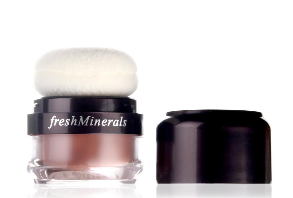 FRESH MINERALS Румяна-пудра с минералами Pink Glow / Mineral Blush Powder 7,5грРумяна<br>Румяна freshMinerals имеют нежную и мягкую текстуру, которая позволяет насладиться не только процессом нанесения макияжа, но и результатом. Румяна можно наносить кистью или пуховкой. Натуральные компоненты, входящие в их состав, позволяют использовать румяна в качестве пудры. Пуховка очень мягкая и не раздражает поверхность кожи, рекомендовано для чувствительной кожи. Румяна состоят из 100% минералов, не содержат искусственных красителей и не вызывают аллергию. После нанесения румян на основе минералов freshMinerals заметен легкий эффект мерцания. Способ применения: румяна пудра с пуховкой это продукт индивидуального использования с автоматической подачей продукта. Похлопайте пуховкой по тыльной стороне ладони, затем наносите румяна круговыми движениями в центр щеки, растушевывая на скулы. Совет визажиста: рекомендуем очищать пуховку при ежедневном использовании пудры раз в 3 недели. Снимите пуховку с крышки, постирайте с небольшим количеством моющего средства, прополоскайте в чистой воде и высушите. Наденьте на крышку и используйте снова.<br>