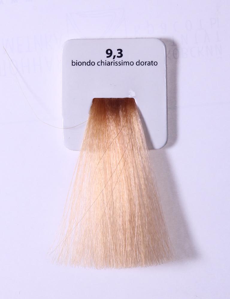 KAARAL 9.3 краска для волос / Sense COLOURS 60млКраски<br>9.3 очень свет золотистый блондин Перманентные красители. Классический перманентный краситель бизнес класса. Обладает высокой покрывающей способностью. Содержит алоэ вера, оказывающее мощное увлажняющее действие, кокосовое масло для дополнительной защиты волос и кожи головы от агрессивного воздействия химических агентов красителя и провитамин В5 для поддержания внутренней структуры волоса. При соблюдении правильной технологии окрашивания гарантировано 100% окрашивание седых волос. Палитра включает 93 классических оттенка. Способ применения: Приготовление: смешивается с окислителем OXI Plus 6, 10, 20, 30 или 40 Vol в пропорции 1:1 (60 г красителя + 60 г окислителя). Суперосветляющие оттенки смешиваются с окислителями OXI Plus 40 Vol в пропорции 1:2. Для тонирования волос краситель используется с окислителем OXI Plus 6Vol в различных пропорциях в зависимости от желаемого результата. Нанесение: провести тест на чувствительность. Для предотвращения окрашивания кожи при работе с темными оттенками перед нанесением красителя обработать краевую линию роста волос защитным кремом Вaco. ПЕРВИЧНОЕ ОКРАШИВАНИЕ Нанести краситель сначала по длине волос и на кончики, отступив 1-2 см от прикорневой части волос, затем нанести состав на прикорневую часть. ВТОРИЧНОЕ ОКРАШИВАНИЕ Нанести состав сначала на прикорневую часть волос. Затем для обновления цвета ранее окрашенных волос нанести безаммиачный краситель Easy Soft. Время выдержки: 35 минут. Корректоры Sense. Используются для коррекции цвета, усиления яркости оттенков, создания новых цветовых нюансов, а также для нейтрализации нежелательных оттенков по законам хроматического круга. Содержат аммиак и могут использоваться самостоятельно. Оттенки: T-AG - серебристо-серый, T-M - фиолетовый, T-B - синий, T-RO - красный, T-D - золотистый, 0.00 - нейтральный. Способ применения: для усиления или коррекции цвета волос от 2 до 6 уровней цвета корректоры добавляются в краситель по Правил