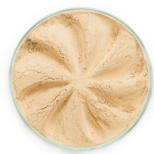 ERA MINERALS Основа тональная минеральная 134 / Mineral Foundation, Surreal 7 грТональные основы<br>Основа Surreal подходит для всех типов кожи. Обеспечивает плотное или умеренное покрытие с легким матовым эффектом. Без отдушек и масел, для всех типов кожи&amp;nbsp; Водостойкое, долгосрочное покрытие&amp;nbsp; Широкий спектр фильтров UVB/UVA, протестированных при SPF 30+&amp;nbsp; Некомедогенно, не блокирует поры&amp;nbsp; Дерматологически протестировано, не аллергенно Антибактериальные ингредиенты, помогает успокоить раздраженную кожу&amp;nbsp; Состоит из неактивных минералов, не способствует развитию бактерий&amp;nbsp; Не тестировано на животных&amp;nbsp; Минеральная тональная основа Era Minerals заменит любой тональный крем, поскольку создает безупречное покрытие, обеспечивая естественный вид; разглаживает и выравнивает тон кожи, аккуратно скрывая ее недостатки, а при нанесении в несколько слоев остается невесомой и стойкой. Она состоит из природных минеральных пигментов, обеспечивая поддержание здоровья кожи, защищает от солнечного воздействия, предотвращая появление солнечных ожогов и раннее старение кожи. Выберите подходящую для вас формулу минеральной основы   разработанную индивидуально для каждого типа кожи. Эти формулы различаются по интенсивности покрытия и завершению макияжа. Активные ингредиенты: слюда (CI 77019), оксид цинка (CI 77947), диоксид титана (CI 77891), лаурил лизин. Может содержать (+/-): оксиды железа (CI 77489, CI 77491, CI 77492, CI 77499). При производстве этого отттенка не использовались продукты животного происхождения.&amp;nbsp; В состав нашей минеральной косметики НЕ ВХОДЯТ: хлорокись висмута, тальк, силиконы, парабены, ГМО, нефтехимические вещества, фталаты, сульфаты, ароматизаторы, синтетические красители или наночастицы. Способ применения: Перед нанесением минеральной косметики кожа должна быть чистой и хорошо увлажненной, но сухой на ощупь.&amp;nbsp; Опционально можно использовать&amp;nbsp;Базу под макияж, чтобы подготовить кожу 