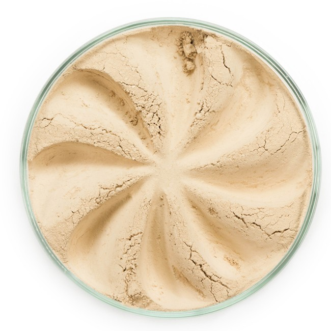ERA MINERALS Основа тональная минеральная 233 / Mineral Foundation, Velvet 7 грТональные основы<br>Основа Velvet подходит для нормальной и склонной к сухости кожи, обеспечивает легкое или умеренное покрытие с матирующим эффектом. Без отдушек и масел, для всех типов кожи&amp;nbsp; Водостойкое, долгосрочное покрытие&amp;nbsp; Широкий спектр фильтров UVB/UVA, протестированных при SPF 30+&amp;nbsp; Некомедогенно, не блокирует поры&amp;nbsp; Дерматологически протестировано, не аллергенно Антибактериальные ингредиенты, помогает успокоить раздраженную кожу&amp;nbsp; Состоит из неактивных минералов, не способствует развитию бактерий&amp;nbsp; Не тестировано на животных&amp;nbsp; Минеральная тональная основа Era Minerals заменит любой тональный крем, поскольку создает безупречное покрытие, обеспечивая естественный вид; разглаживает и выравнивает тон кожи, аккуратно скрывая ее недостатки, а при нанесении в несколько слоев остается невесомой и стойкой. Она состоит из природных минеральных пигментов, обеспечивая поддержание здоровья кожи, защищает от солнечного воздействия, предотвращая появление солнечных ожогов и раннее старение кожи. Выберите подходящую для вас формулу минеральной основы   разработанную индивидуально для каждого типа кожи. Эти формулы различаются по интенсивности покрытия и завершению макияжа. Активные ингредиенты: слюда (CI 77019), оксид цинка (CI 77947), диоксид титана (CI 77891), лаурил лизин. Может содержать (+/-): оксиды железа (CI 77489, CI 77491, CI 77492, CI 77499). При производстве этого отттенка не использовались продукты животного происхождения.&amp;nbsp; В состав нашей минеральной косметики НЕ ВХОДЯТ: хлорокись висмута, тальк, силиконы, парабены, ГМО, нефтехимические вещества, фталаты, сульфаты, ароматизаторы, синтетические красители или наночастицы. Способ применения: Перед нанесением минеральной косметики кожа должна быть чистой и хорошо увлажненной, но сухой на ощупь.&amp;nbsp; Опционально можно использовать&amp;nbsp;Базу под макияж, чтобы под
