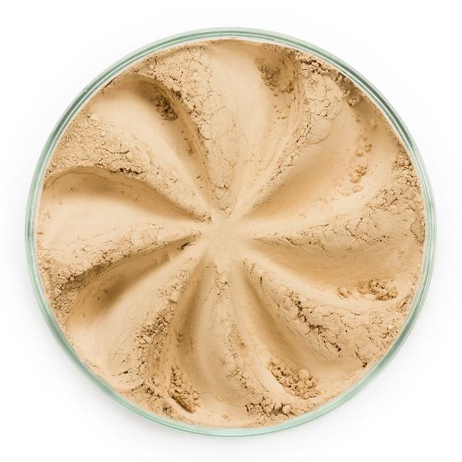 ERA MINERALS Основа тональная минеральная 124 / Mineral Foundation, Surreal 7 грТональные основы<br>Основа Surreal подходит для всех типов кожи. Обеспечивает плотное или умеренное покрытие с легким матовым эффектом. Без отдушек и масел, для всех типов кожи&amp;nbsp; Водостойкое, долгосрочное покрытие&amp;nbsp; Широкий спектр фильтров UVB/UVA, протестированных при SPF 30+&amp;nbsp; Некомедогенно, не блокирует поры&amp;nbsp; Дерматологически протестировано, не аллергенно Антибактериальные ингредиенты, помогает успокоить раздраженную кожу&amp;nbsp; Состоит из неактивных минералов, не способствует развитию бактерий&amp;nbsp; Не тестировано на животных&amp;nbsp; Минеральная тональная основа Era Minerals заменит любой тональный крем, поскольку создает безупречное покрытие, обеспечивая естественный вид; разглаживает и выравнивает тон кожи, аккуратно скрывая ее недостатки, а при нанесении в несколько слоев остается невесомой и стойкой. Она состоит из природных минеральных пигментов, обеспечивая поддержание здоровья кожи, защищает от солнечного воздействия, предотвращая появление солнечных ожогов и раннее старение кожи. Выберите подходящую для вас формулу минеральной основы   разработанную индивидуально для каждого типа кожи. Эти формулы различаются по интенсивности покрытия и завершению макияжа. Активные ингредиенты: слюда (CI 77019), оксид цинка (CI 77947), диоксид титана (CI 77891), лаурил лизин. Может содержать (+/-): оксиды железа (CI 77489, CI 77491, CI 77492, CI 77499). При производстве этого отттенка не использовались продукты животного происхождения.&amp;nbsp; В состав нашей минеральной косметики НЕ ВХОДЯТ: хлорокись висмута, тальк, силиконы, парабены, ГМО, нефтехимические вещества, фталаты, сульфаты, ароматизаторы, синтетические красители или наночастицы. Способ применения: Перед нанесением минеральной косметики кожа должна быть чистой и хорошо увлажненной, но сухой на ощупь.&amp;nbsp; Опционально можно использовать&amp;nbsp;Базу под макияж, чтобы подготовить кожу 