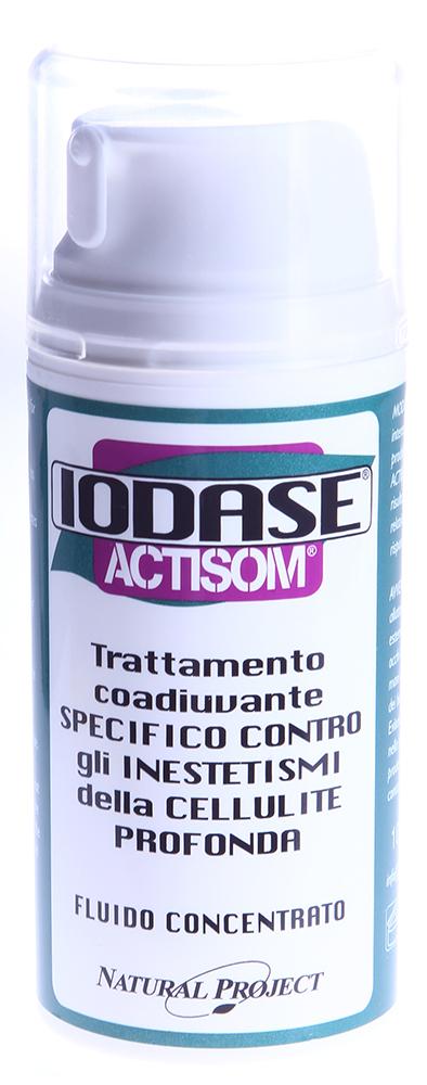 IODASE Сыворотка для тела / Actisom fluido concentrato 100 млСыворотки<br>Сыворотка на натуральной основе против целлюлита повышенной стадии способствует уменьшению жировых отложений и препятствует образованию новых (липолитическое действие), обладает отличным дренажным свойством, придает коже эластичность и упругость. Благодаря присутствию в составе запантентованных &amp;ldquo;проводников&amp;rdquo; в глубокие слои кожи (везикулярных сфер-переносчиков) основные вещества сыворотки гарантированно достигают гиподермы, где формируются жировые отложения (уникальная формула ACTISOM). Сыворотка позволяет добиваться сильнейшего воздействия на проблемную зону, выравнивая кожу бедер, ног и ягодиц через 6-8 недель применения на 50%. Сыворотка улучшает микроциркуляцию в тканях, укрепляет и увлажняет кожу. Все это вместе сокращает внутренние и внешние (видимые) признаки целлюлита в короткие сроки.  Благодаря уникальной формуле ACTISOM компоненты сыворотки проникают в самые глубокие слои кожи, способствуя тем самым максимально интенсивному воздействию на проблемные зоны. Входящий в состав сыворотки экстракт бурых водорослей совместно с активным кофеином способствуют заметному сокращению жировой массы. Кофеин не только стимулирует расщепление и вывод содержимого из жировых клеток, но и препятствует образованию новых зон жировых отложений. Экстракт центеллы азиатской улучшает циркуляцию в капиллярах и нормализует трофизм тканей.  Регулярное использование сыворотки IODASE (Natural Project) поможет победить внешние и внутренние признаки целлюлита: кожа обретет гладкость, упругость и эластичность.  Активные ингредиенты: Экстракт фукуса пузырчатого, экстракт центеллы азиатской, экстракт плюща, экстракт каррагенана, экстракт гуараны, экстракт ананаса, кофеин.  Способ применения: Втирать сильными массажными движениями (голени, колени, бедра, ягодицы) до полного впитывания. Рекомендуем наносить продукт на чистую кожу сразу после душа. Легкое покраснение и жжение свидетельствуют об активи