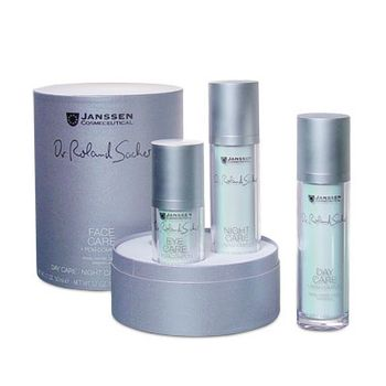 JANSSEN Набор с РСМ-комплексом / Face Care kit DR. ROLAND SACHER (3 препарата)Наборы<br>В наборе: DAY CARE + PCM-COMPLEX: ультралегкий крем для лица, заряжающий кожу жизненными силами в дневное время. Наносите утром на очищенную кожу. NIGHT CARE + PCM-COMPLEX: нежный ночной крем расслабляет кожу и позволяет ей полноценно восстановиться к утру. Наносите вечером на очищенную кожу. EYE CARE + PCM-COMPLEX: крем для ухода за кожей вокруг глаз, придает взгляду ослепительное сияние. Наносите крем утром и вечером на кожу вокруг глаз.<br><br>Вид средства для лица: Нежный