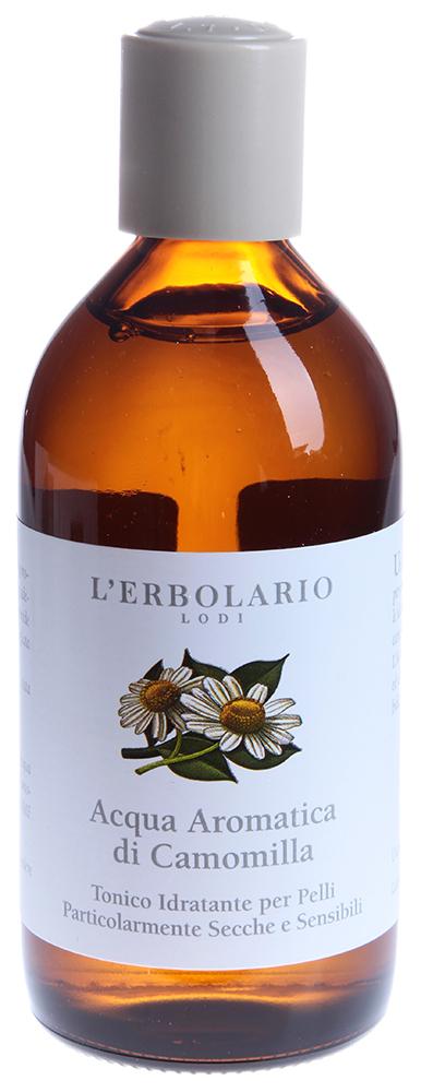 LERBOLARIO Тоник ароматизированный Ромашка 200 млТоники<br>Ароматизированный вода-тоник Ромашка от L`Erbolario - это нежный тоник, не содержащий спирта, для сухой и сверхчувствительной кожи. Средство увлажняет и освежает эпидермис благодаря благотворному воздействию нежных и ароматных цветов Ромашки, водный дистиллят которых также успокаивает и снимает покраснение. Придает коже мягкость и бархатистость. Переносимость этого средства клинически доказана.  Активные ингредиенты: Экстракт ромашки, Водный дистиллят ромашки, Натуральный увлажняющий комплекс.  Способ применения: Тоник &amp;laquo;Ромашка&amp;raquo; рекомендуется применять регулярно утром и вечером, наносите его на предварительно очищенную кожу лица и шеи. Средство идеально для снятия остатков средств для удаления макияжа.<br>
