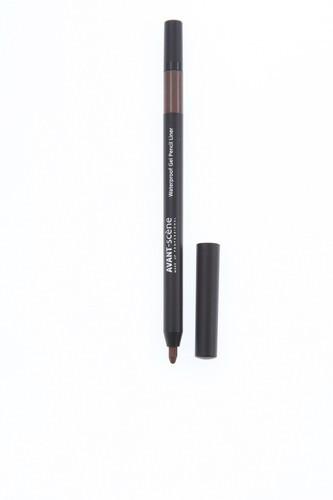 AVANT scene Карандаш для гелевой подводки водостойкий, Коричневый / Waterproof Gel Pencil Liner Brown 0,35 грКарандаши<br>Карандаш для гелевой подводки водостойкий (коричневый) от AVANT-scene   это комбинированное средство: удобный в использовании карандаш, который обеспечит вам стильную и качественную гелевую подводку для глаз. Насыщенная и нежная текстура позволяет легко наносить гель, скользя по коже. Линии карандаша не размазываются и не растекаются, по необходимости их можно растушевать специальным встроенным аппликатором. Гель быстро фиксируется на коже, обеспечивая стойкий и красивый макияж на весь день (не стирается, не смывается потом или водой). Уникальная форма аппликатора позволяет также создать эффект smoky eyes без особых усилий, получив именно тот цвет, который вам требуется. Карандаш от AVANT-scene можно использовать как основу для теней, чтоб подчеркнуть их тон, и как самостоятельную подводку. В комплект включена маленькая точилка, которая поможет придать грифелю карандаша требуемую толщину для получения более тонких линий. Состав грифеля гипоаллергенен, поэтому его могут использовать те, кто носит контактные линзы или обладает чувствительной кожей/глазами. Компоненты Waterproof Gel Pencil Liner оздоравливают область вокруг глаз и защищают её. Активные ингредиенты: масло карите (ши), слюда, нитрид бора, кандедильский воск, триметилсилоксисиликат, минеральные пигменты, дистеаратсахарозы, касситерит, лизолецитин. Способ применения: используйте карандаш для того, чтобы подчеркнуть ресничный контур и сделать взгляд ярче, а ресницы визуально объемнее. Используйте самостоятельно, чтобы нарисовать графичные стрелки или растушевывайте на все веко как основу под тени.<br>
