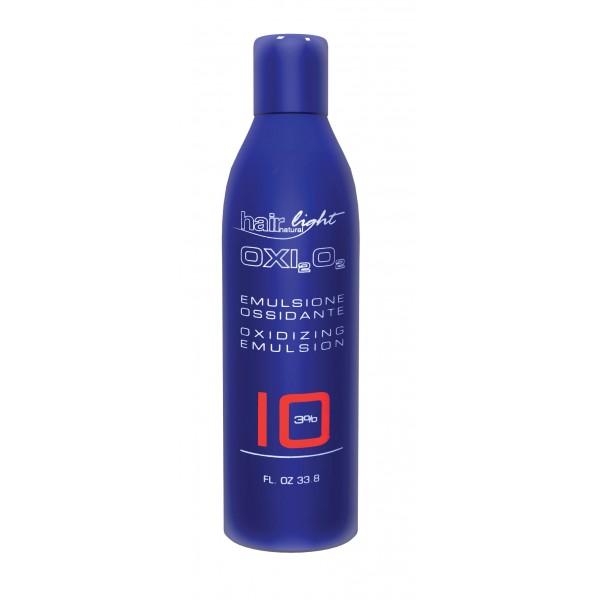 HAIR COMPANY Эмульсия окисляющая 3% / Emulsione Ossidante HAIR LIGHT 1000млОкислители<br>Окисляющая эмульсия разработана специально для красителя Hair Light Crema Colorante и осветляющего порошка Hair Light Polvere Decolorante. Содержит активные ухаживающие компоненты, максимально защищающие во время процесса окрашивания и осветления волос. Гарантирует получение однородных, легконаносимых смесей. Выпускается в пяти концентрациях : 1,5% - тон в тон или темнее; 3% - окрашивание тон в тон или темнее; 6% - осветление на один тон, тон в тон, для 100% покрытия седины; 9% - осветление на 2-3 тона, идеален для светлых и супер светлых тонов; 12% - осветление на 3-4 тона, идеален для светлых и супер светлых тонов.<br><br>Объем: 1000<br>Содержание кислоты: 3%<br>Вид средства для волос: Осветляющая