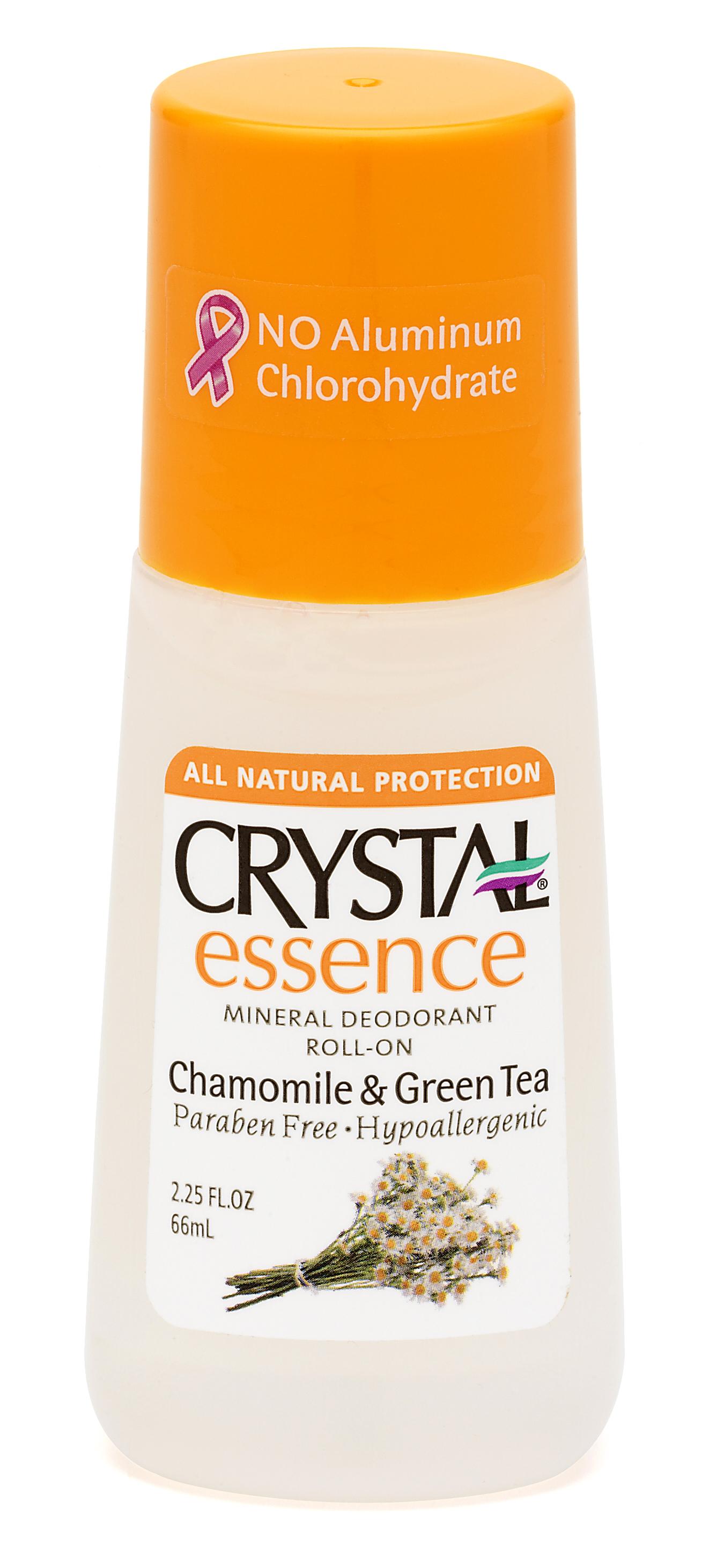 CRYSTAL Дезoдорант роликовый Ромашка+Зеленый чай / Crystal ROLL-on Chamomile &amp; Green Tea 66млДезодоранты<br>Антибактериальный дезодорант-спрей Кристалл Эссенсе для тела. Создан на основе натуральных минеральных солей с экстрактами ромашки и зеленого чая. Предназначен для полной защиты от бактерий и неприятного запаха в течение дня. Обладает мощным антибактериальным эффектом в сочетании с легкими и нежными ароматами ромашки и зеленого чая. Комбинация успокаивающего действия ромашки и мощных антиоксидантов зеленого чая оказывает чрезвычайно благотворное влияние на Вашу кожу. Улучшенная конструкция роликового аппликатора позволяет нежно и экономно нанести дезодорант на Вашу кожу. Не содержит консервантов, не вызывает аллергии. Не прилипает и не оставляет белых следов или разводов на одежде. Способ применения: наносить легкими движениями на чистую кожу в утреннее время, после душа или ванны. Активные ингредиенты: натуральные минеральные соли (Potassium Alum), очищенная вода, квасцы калия, эфирные масла, целлюлоза, экстракт ромашки и зеленого чая.<br>