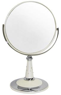 WEISEN Зеркало настольное круглое 2х стороннее 18 см с кристалами / B7809 PER/C WPearlЗеркала<br>Зеркало косметическое, настольное, двустороннее. Изготовлено из хромированного металла и пластмассы покрытой цветным лаком. Тончайшее высококачественное стекло, используемое при изготовлении (1,5 мм), не даёт искривлений зеркальной поверхности. Увеличение в 5 раз. Приятный, красивый подарок для любой женщины. Высота: 30 см. Диаметр: 18 см. Увеличение: 5-ти кратное Материал (состав): пластик с лаковым покрытием, металл, стекло Цвет: белый Особенности: украшено стразами<br>