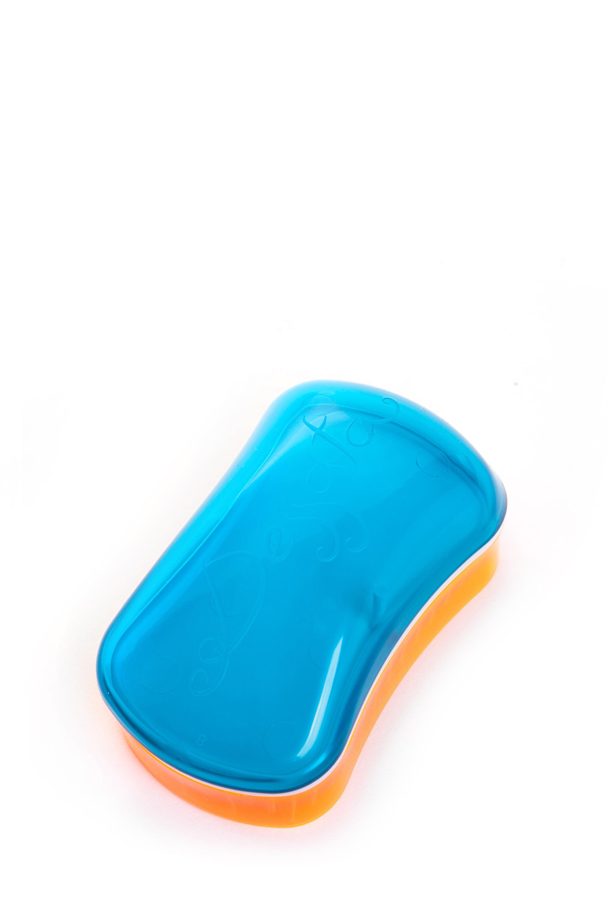 DESSATA Расческа для волос Dessata Mini Summer Turquoise-Tangerine; с ароматом кокоса, Бирюза-МандаринРасчески<br>Расческа Dessata mini с ароматом кокоса быстро распутает волосы, нет необходимости использовать дополнительные средства. Не тянет и не рвет волосы. Подходит для всех типов волос: тонких, густых и вьющихся. 237 зубчика имеют три уровня высоты, что позволяет лучше прочесывать волосы, а если возникает натяжение, они легко сгибаются. Эргономичный дизайн расчески без ручки, позволяет удобно разместить ее в руке, ее форма повторяет форму головы. Благодаря соему идеальному размеру расческу можно везде носить с собой. Материал: гипоаллергенный пластик.<br><br>Типы волос: Для всех типов