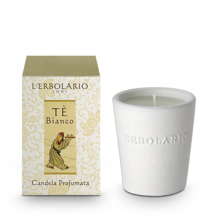 LERBOLARIO Свеча ароматизированная Белый чайАроматы для интерьера<br>В часы тихого домашнего отдыха или в теплой атмосфере ванной, когда ритм жизни становится более естественным, огонек ароматизированной свечи создаст ощущение волшебной сказки и погрузит вас в незабываемый аромат. Стеклянный стаканчик, хлопчатобумажный фитилек, парафин пищевой очистки, 22 часа горения. Аромат: Белый чай. Способ применения: для более ровного горения свечи рекомендуемся подрезать фитилек до высоты 1 см. Не рекомендуется сливать растопленный парафин из середины свечи, так как это ослабит аромат.<br>
