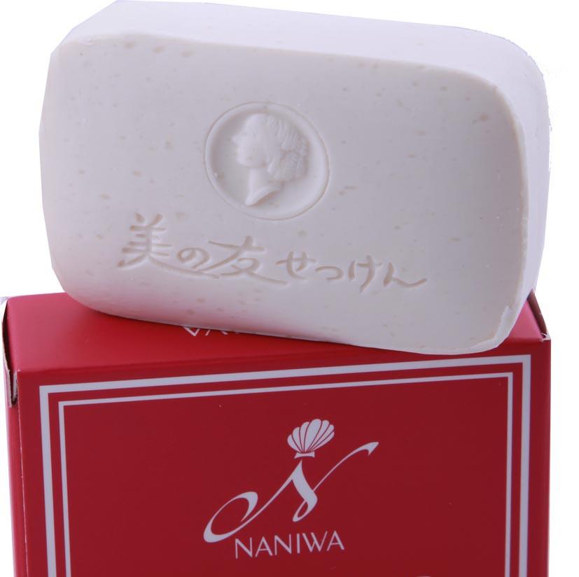 NANIWA Мыло натуральное / BEATY SOAP 85грМыла<br>Натуральное мыло изготавливается из мыльной основы путем варки в течение 100 часов. Содержит натуральные увлажняющие вещества. Не обезжиривает и не стягивает кожу. Оказывает смягчающее, освежающее действие. Делает кожу эластичной и упругой. Образует обильную пену, легко смывается. Безопасно для человека и окружающей среды. Активные ингредиенты.&amp;nbsp;Состав: натуральная мыльная основа (олеат натрия, пальмитат натрия, стеарат натрия, вода, лаурат натрия, миристат натрия, глицерин, хлорид натрия, природный витамин Е), тетрасодиум ЭДТА, диоксид титана, ароматическая композиция. Способ применения:&amp;nbsp;рекомендовано&amp;nbsp;для ежедневного применения.<br><br>Объем: 85 гр<br>Класс косметики: Натуральная