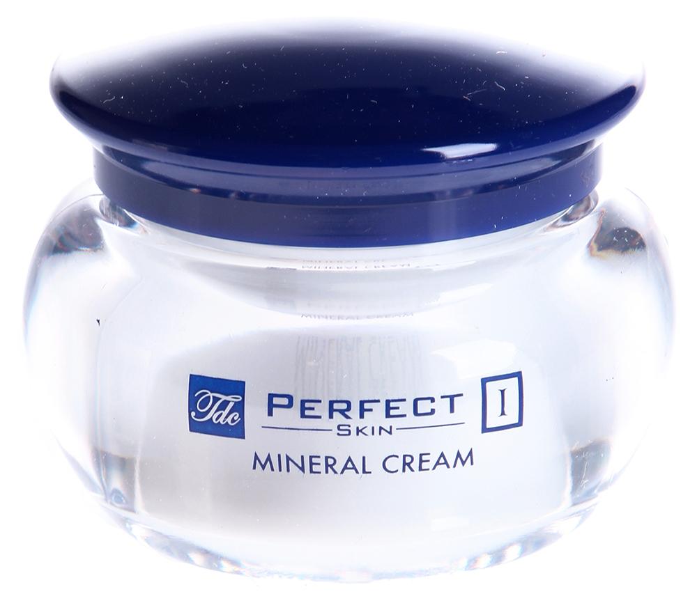 TEGOR Крем с минералами для сухой и чувствительной кожи / PERFEKT SKIN 50млКремы<br>Крем для сухой и чувствительной кожи с минералами представляет собой высокоэффективное косметическое средство, разработанное в лабораториях испанской компании Tegor. Созданный на основе сбалансированного комплекса натуральных растительных экстрактов и микроэлементов, крем Тегор эффективно борется с последствиями повседневного стресса, повышая антиоксидантную защиту кожи, выводя токсины и оказывая глубокое питательное и увлажняющее действие.   Благодаря регулярному использованию крема Tegor вы забудете о таких проблемах, как раздражение и шелушение кожи. Она приобретет безупречный здоровый вид и станет необычайно свежей и по-настоящему сияющей.   Активный состав: Импера цилиндрическая, Будлея Давида, силиций, калий, марганец, медь, магний, кремний, гармоний.   Способ применения: Нанесите необходимое количество крема Тегор на предварительно очищенную кожу лица и равномерно распределите мягкими массирующими движениями.<br><br>Объем: 50<br>Время применения: Ежедневный